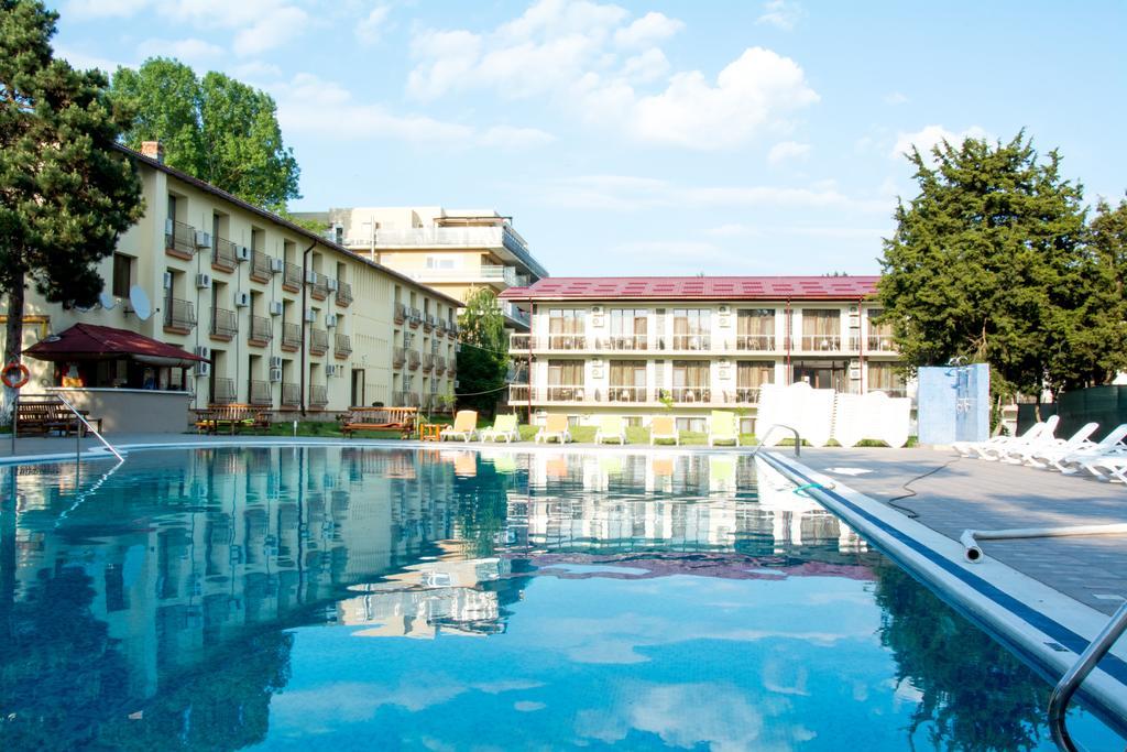 Super Reducere Sejur 1 Mai Neptun 3 nopti cazare la Q Hotel 3* de la doar 49 euro/persoana!