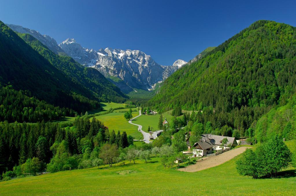 Super Reducere Sejur 1 Mai Sinaia 3 nopti cazare la Hotel Elexus 3* de la doar 99 euro/persoana!